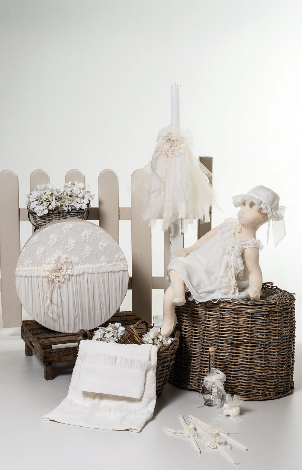 1416 φορεματάκι με έναν ώμο μουσελίνα εκρού με πουά τούλι και δαντέλα, διατίθεται και σε σάπιο μήλο