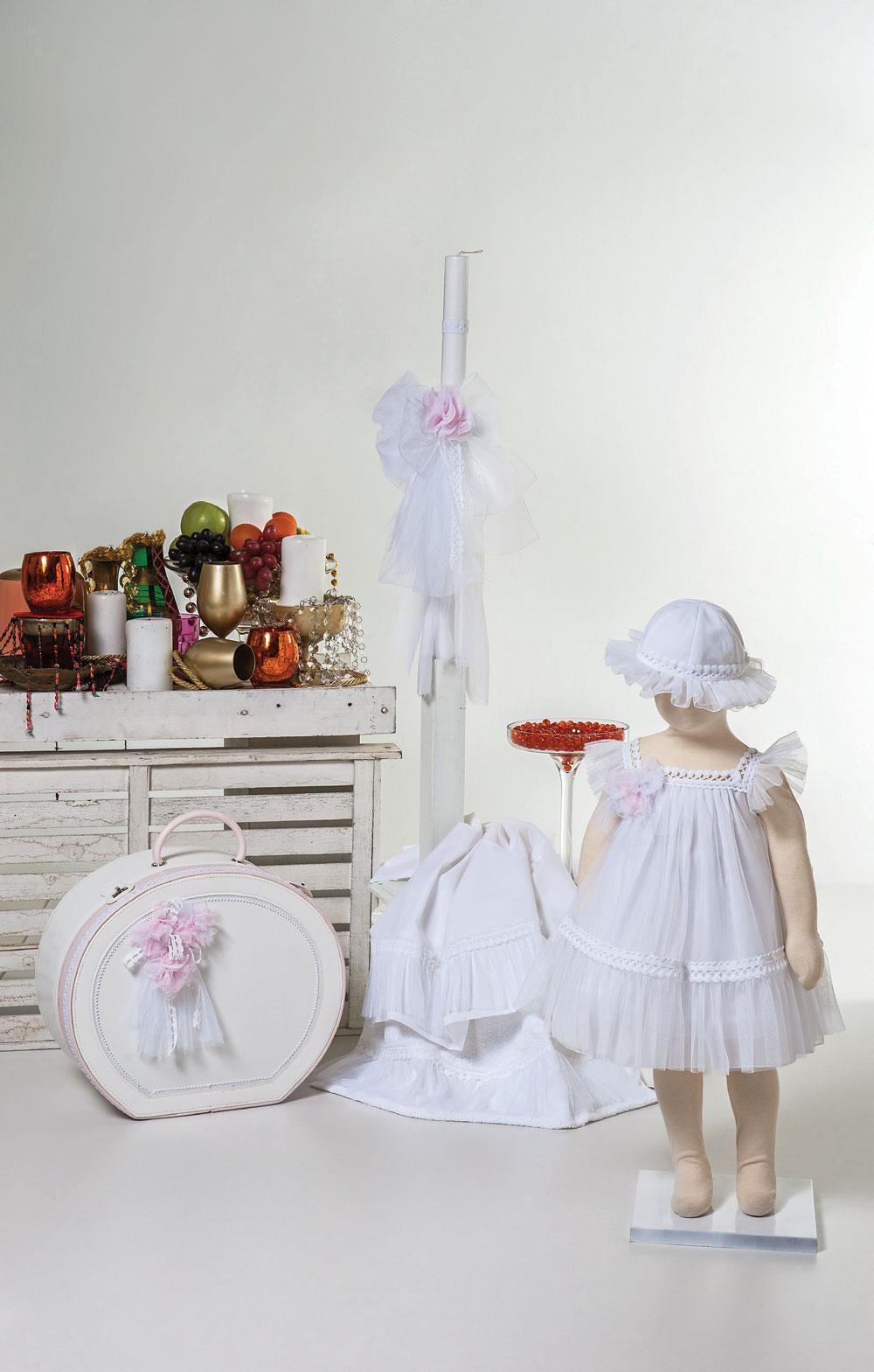 1412 - φόρεμα τούλινο με λευκή τρέσα και χειροποίητα λουλούδια